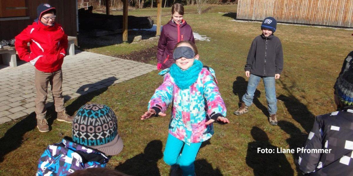 Kinder spielen im Naturschutzzentrum Wilhelmsdorf
